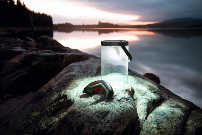 BOSCH - Atornillador a batería de litio Juego de lámparas solares IXO