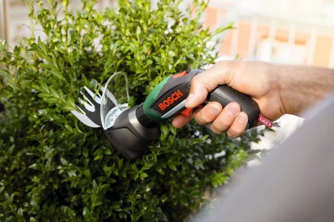BOSCH - Atornillador a batería de litio Juego de jardín IXO